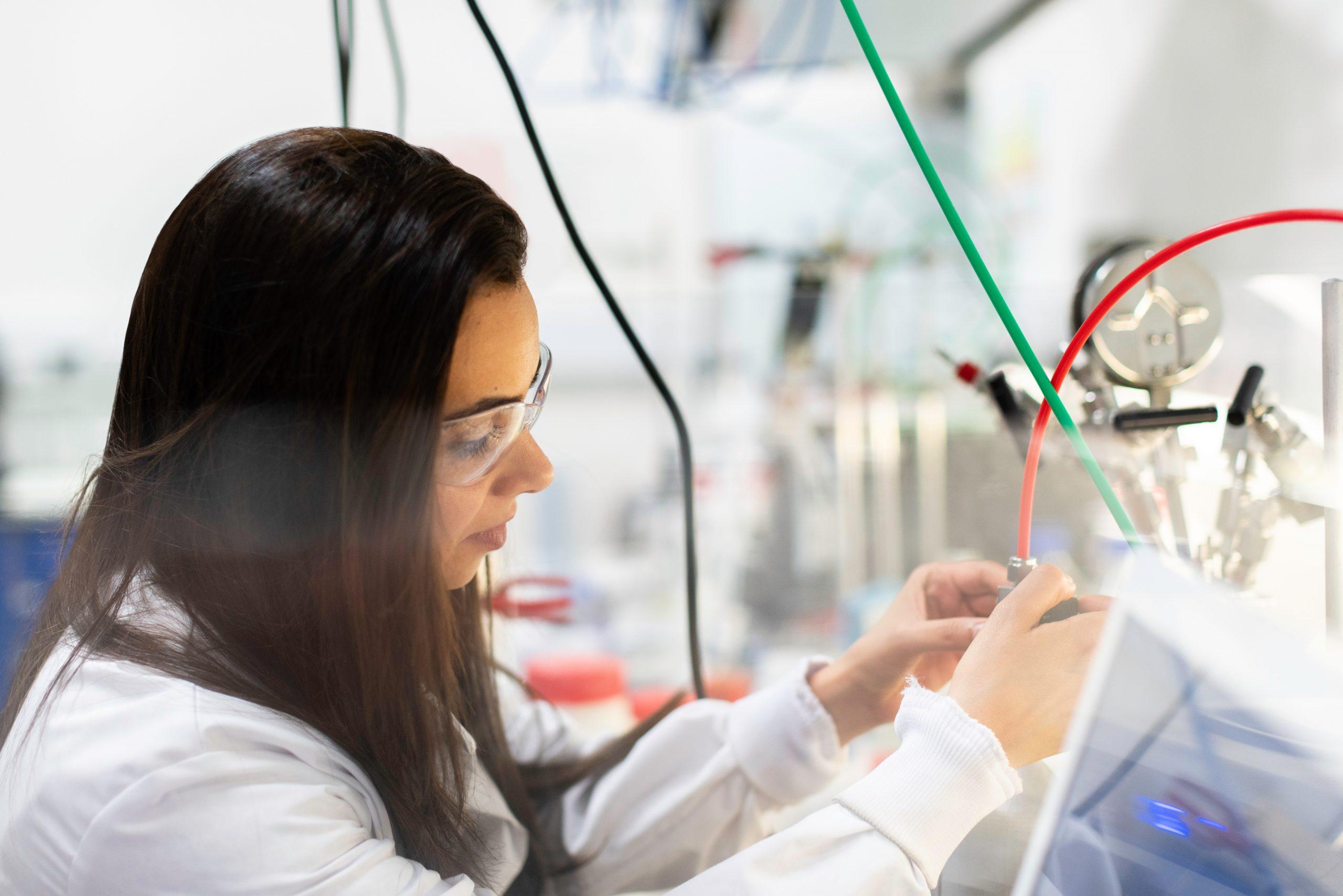 Трябва ли да има повече жени и момичета в науката и технологиите?